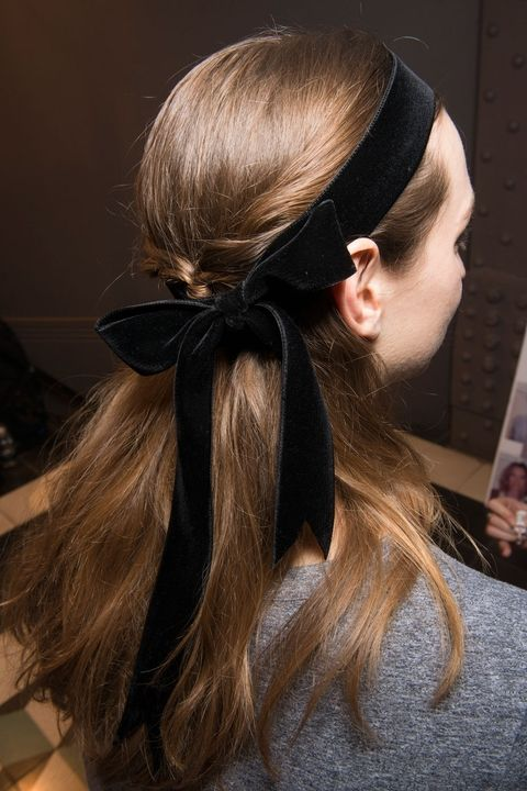 hbz-fw2017-hair-trends-bow-crazy-temperley-lo-bks-v-rf17-1211_1
